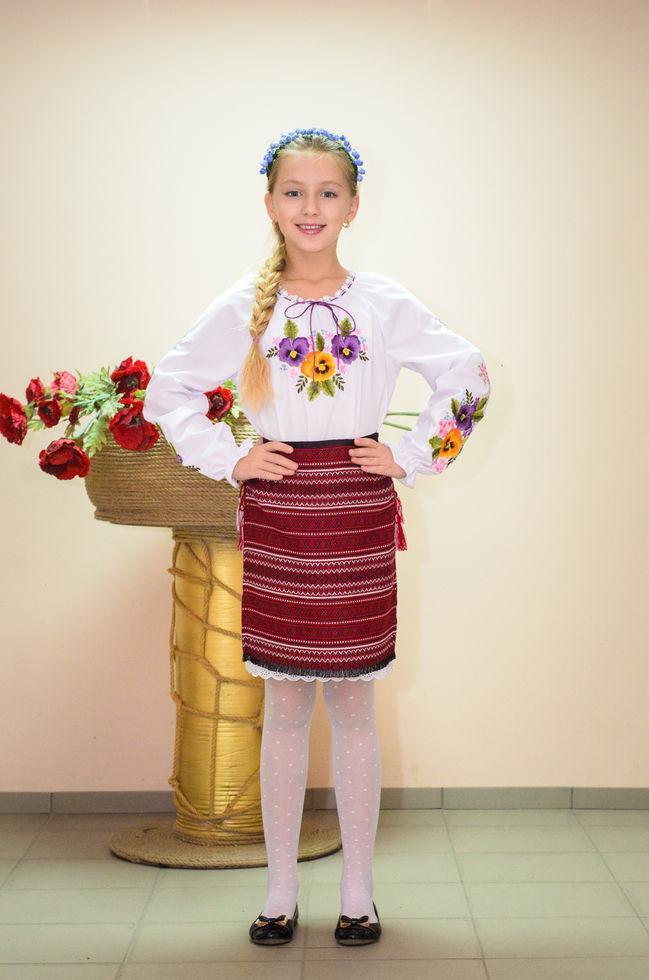 Вышиванка детская  Волинські візерунки Анютины глазки фиолетовые 146 см белая