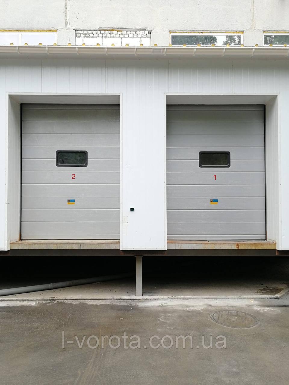 Секционные промышленные ворота с окном DoorHan ш3000мм, в3500мм