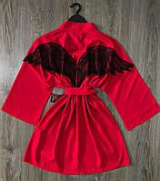 Красный халат с черными крыльями ангела.