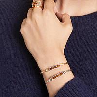 Как правильно носить позолоченные браслеты осенью?