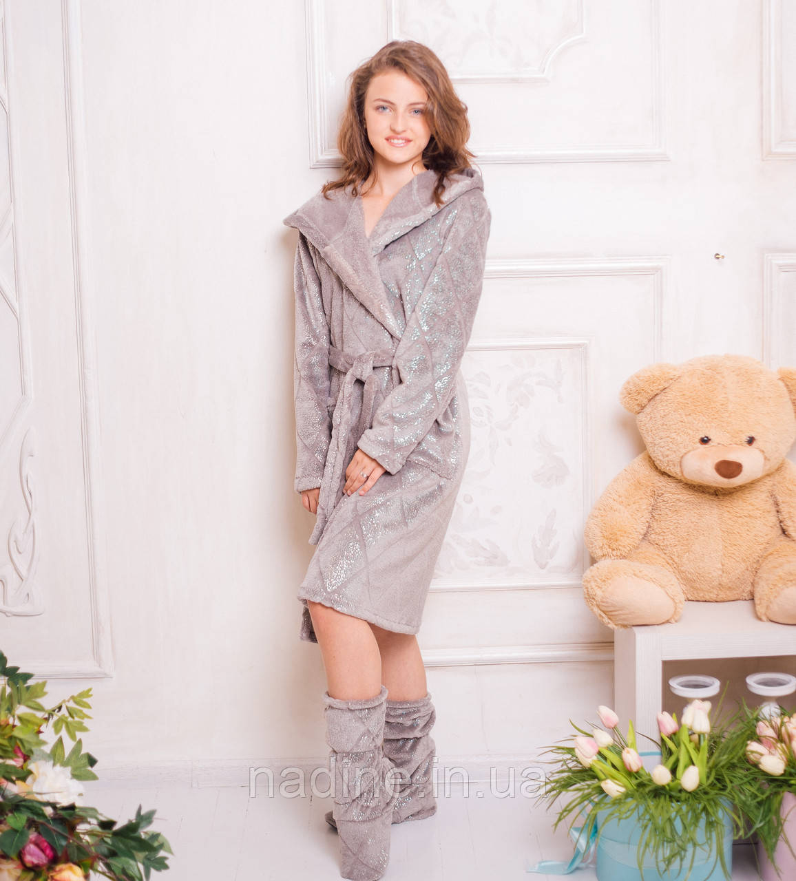Блестящий халат Eirena Nadine (543-52) на рост 152 серый +сапожки