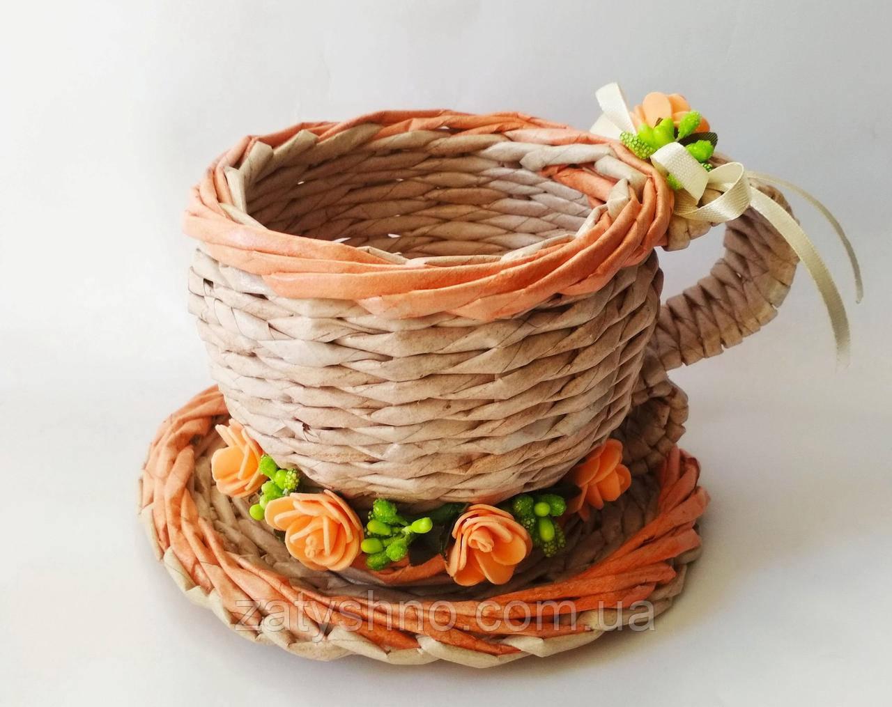 Кружка плетеная на подарок из бумажной лозы