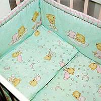 Защита (бампер) в детскую кроватку из двух частей Мишка в пижамке мятный