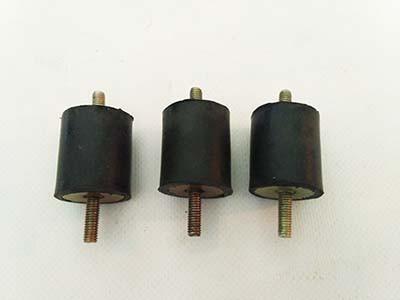 Амортизаторы опрыскивателя 3W-3 (2 шпильки)
