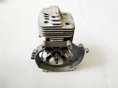 Голый мотор к мотокосе 43 куба, d 40mm