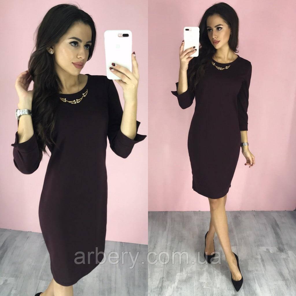 Женское приталенное платье с украшеним