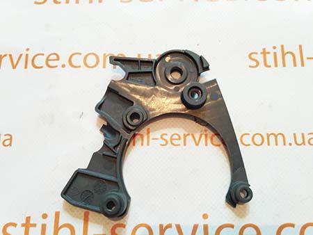 Крышка системы тормоза бензопилы Oleo-Mac GS 35