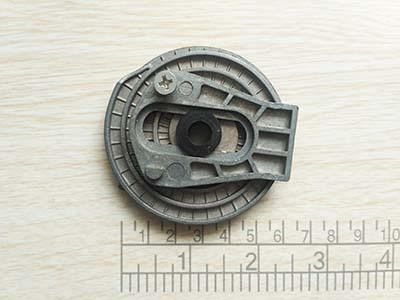 Натяжитель цепи электропилы (цепляется на шину)
