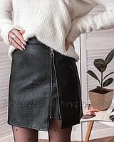 Кожаная юбка с молнией колечко черная мини