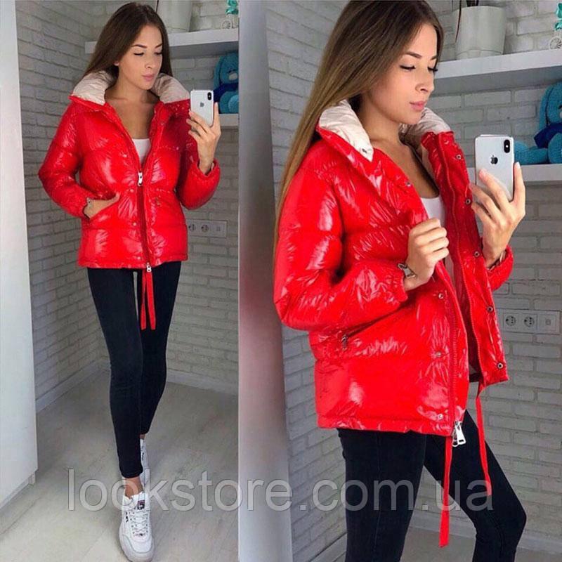 Женская стильная куртка из глянцевой плащевки красная