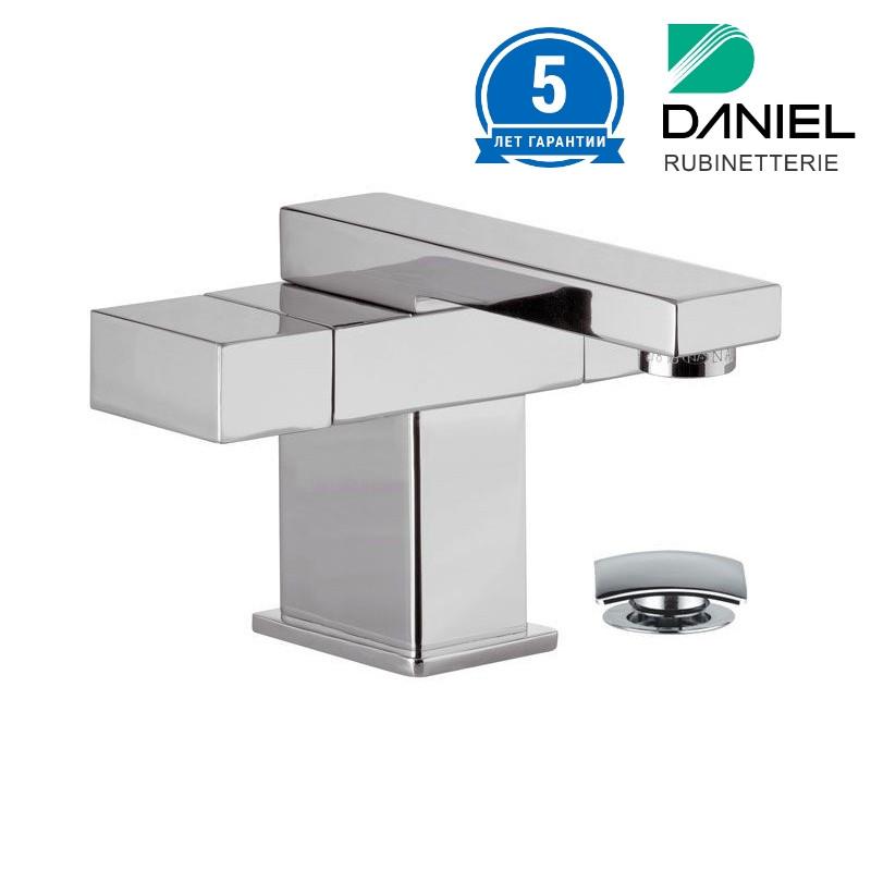 Смеситель для умывальника двухвентильный квадратный DANIEL W5112CR
