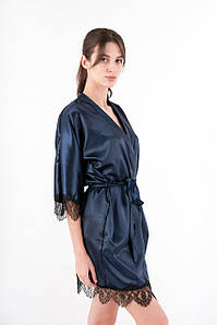 Халат женский атласный с кружевом темно-синий на запах