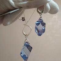 Сережки срібні Серьги серебрянные с кристаллами Сваровски Кубическая форма 56650-22
