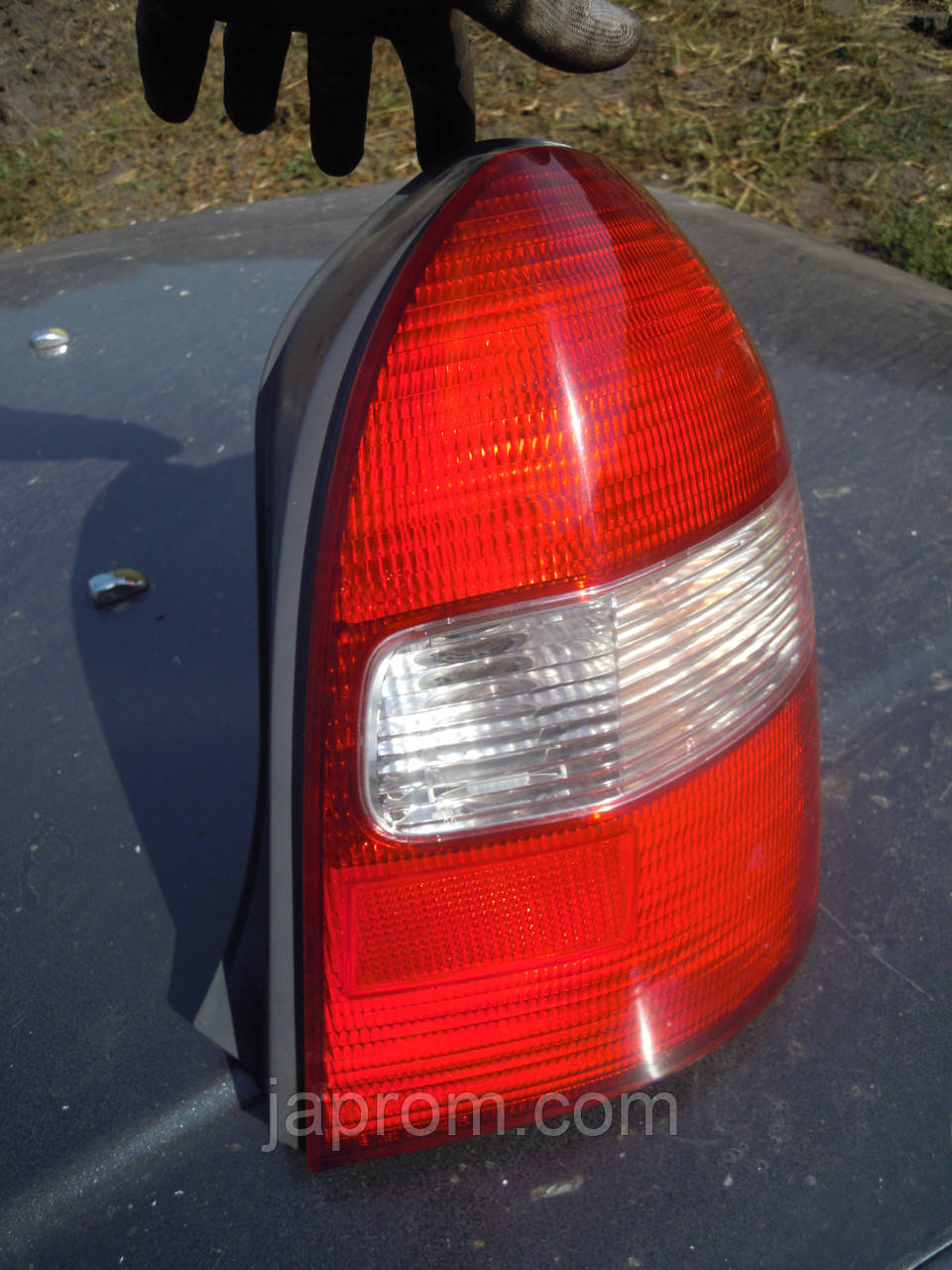 Фонарь стоп задний правый Mazda 323 BJ 1997-1999г.в. 5дв хетчбек дорестайл