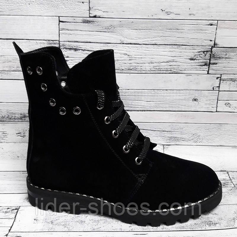 Женские зимние ботинки на низком каблуке замшевые