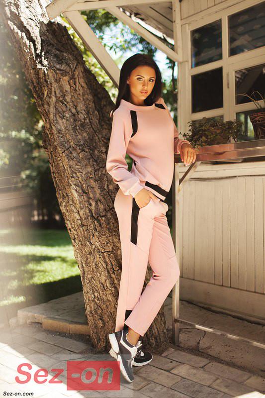 Костюм спортивний жіночий з чорними вставками ― Рожевий