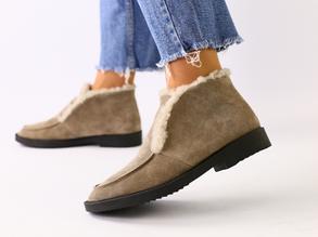 Женские замшевые ботинки цвета капучино