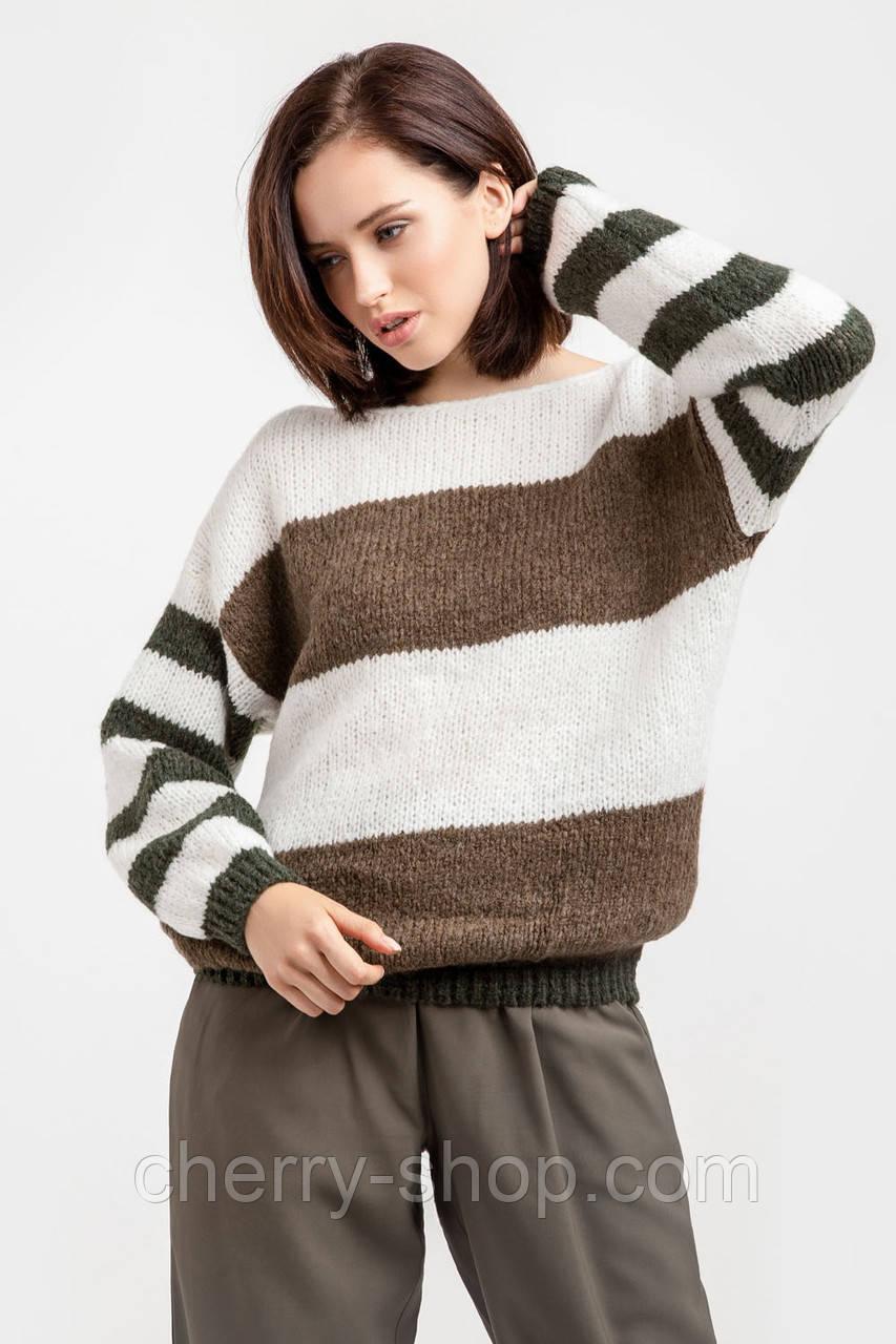 Объемный женский свитер из нежной и теплой полушерстяной пряжи с мохером