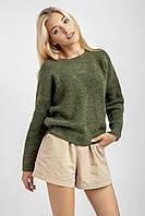 Демисезонный свитер с круглой горловиной и спущенной линией плеча