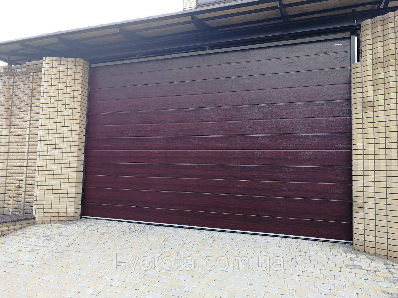 Секционные гаражные ворота DoorHan ш3000мм, в2000мм (цвет махагон)