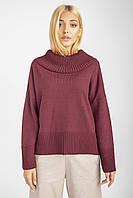 Модный бордовый объемный свитер в минималистичном стиле