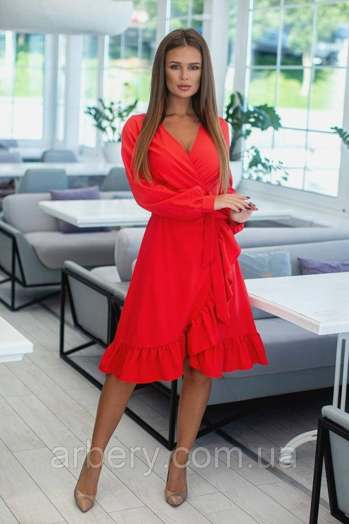 Женское модное платье на запах с рюшами