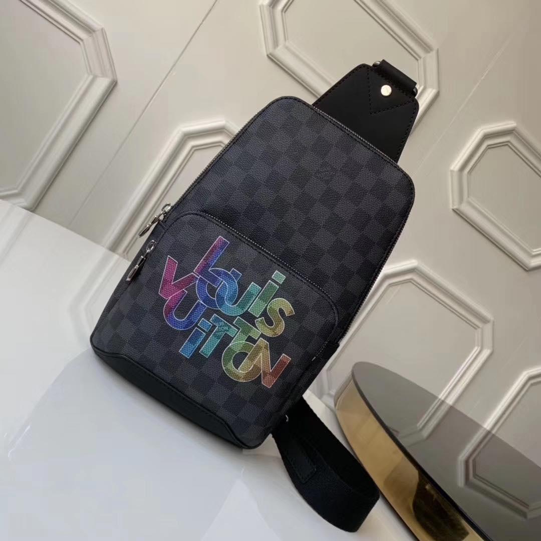 Сумка-слинг Louis Vuitton