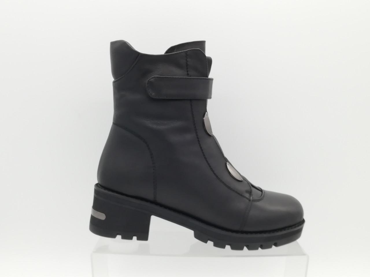 Зимові черевики на товстій підошві Erisses. Маленькі (33 - 35) розміри.