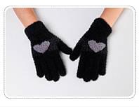 Перчатки женские зимние из ангоры с рисунком сердечко черные опт