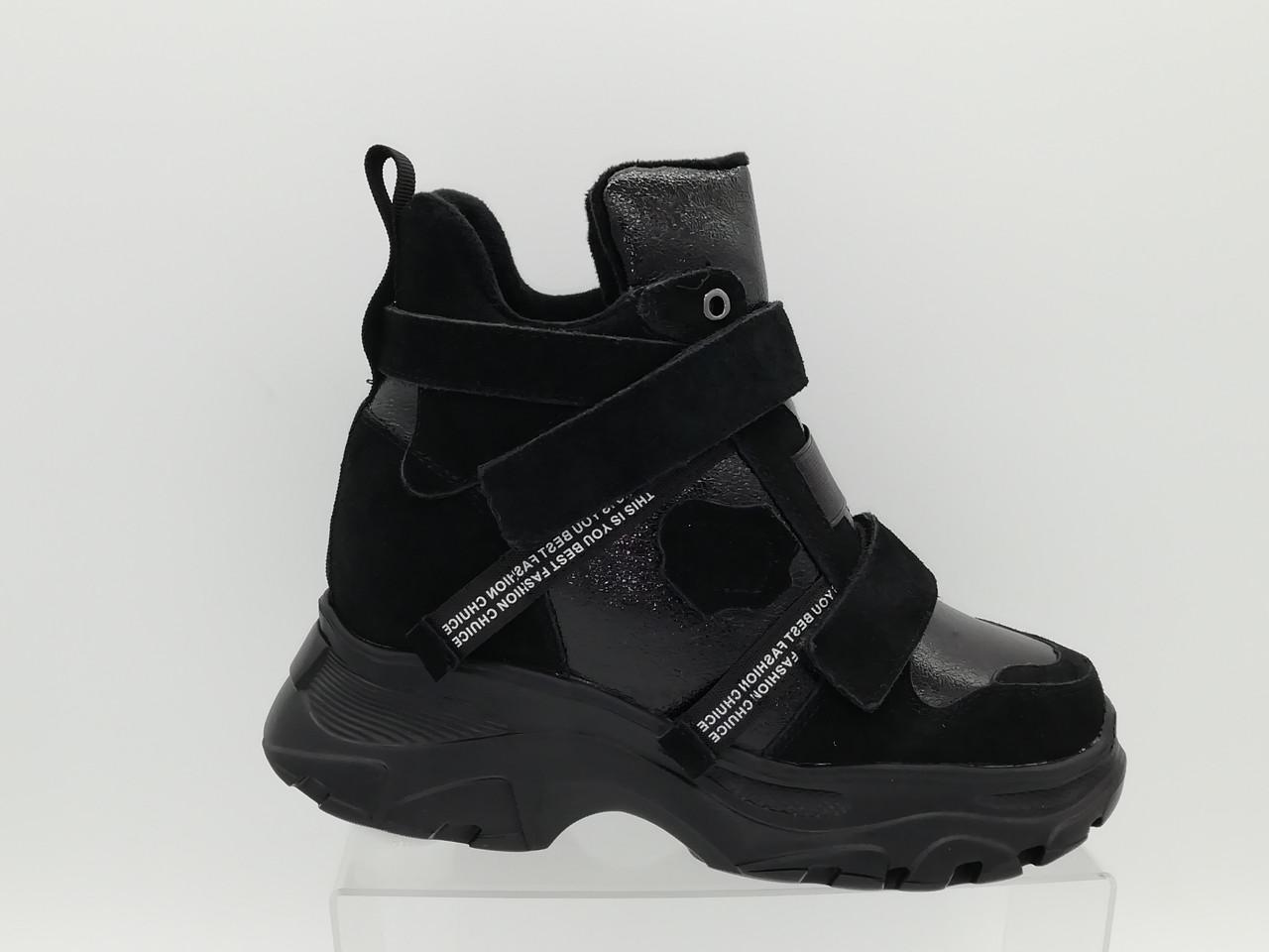 Кросівки на товстій підошві. Снікерси.