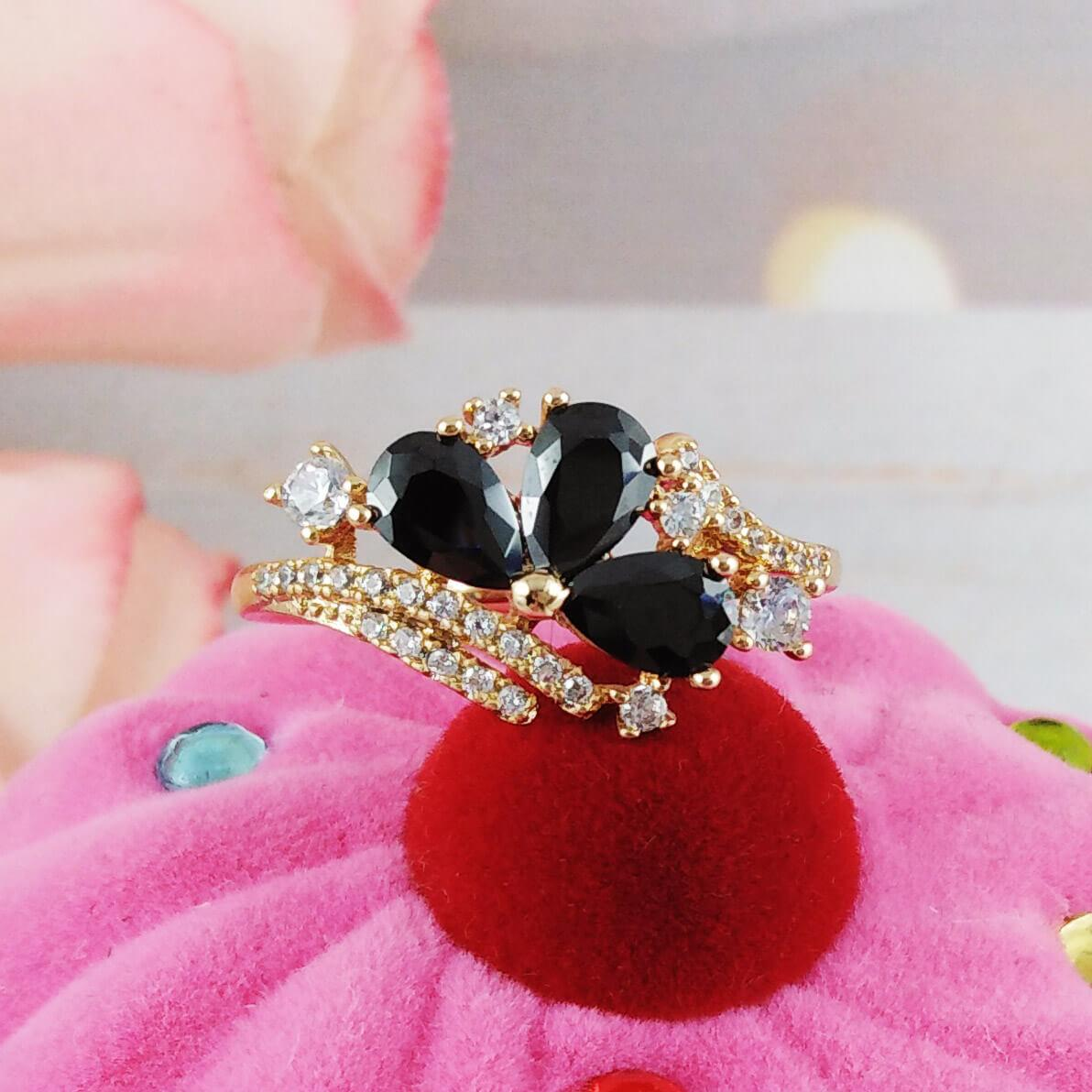 Кольцо Xuping Jewelry размер 18 Джулия, черные камни медицинское золото позолота 18К. А/В 4171