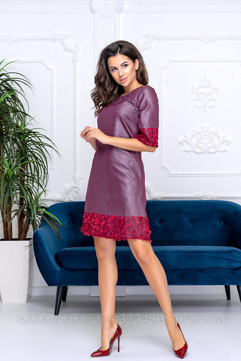 Коктейльное платье с кружевом в цветах бордового цвета