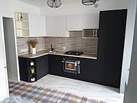 Кухня черно-белая из ДСП