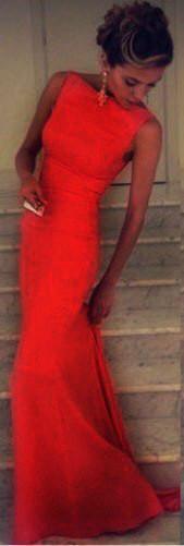 Шикарне плаття в підлогу зі шлейфом червоне