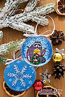 """Набор для вышивки бисером новогодней игрушки на натуральном художественном холсте """"Енот и Новый год"""""""