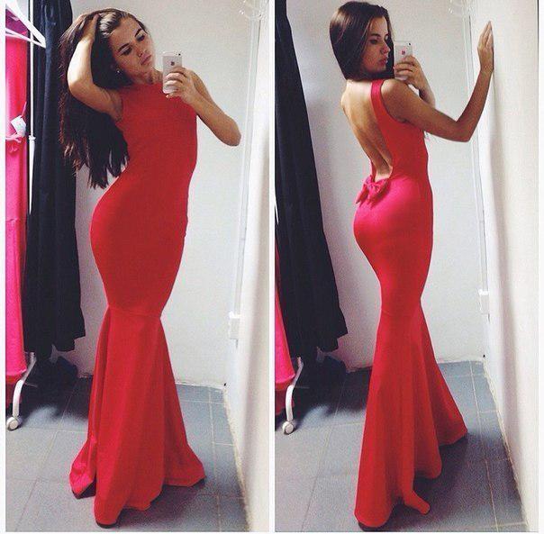 Красивое платье в пол с открытой спинкой