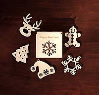"""Новогодний набор игрушек на елку """"Happy New Year"""" в деревянной упаковке. В наборе 5 разных игрушек из дерева."""