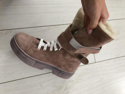 Женские зимние пудровые замшевые ботинки