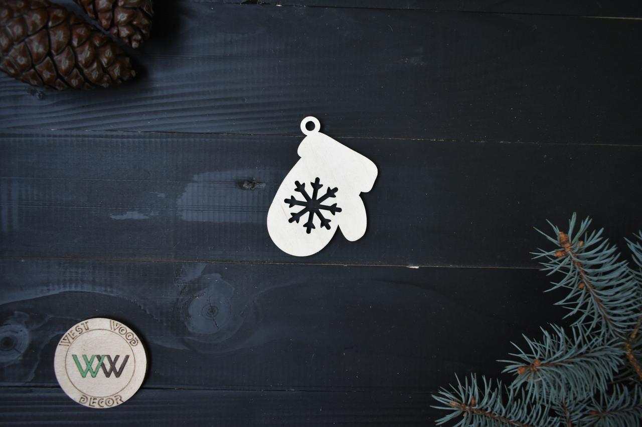 Варежка из фанеры на ёлку со снежинкой, новогодний декор,ЭКО игрушки на ёлку, ёлочные украшения из дерева