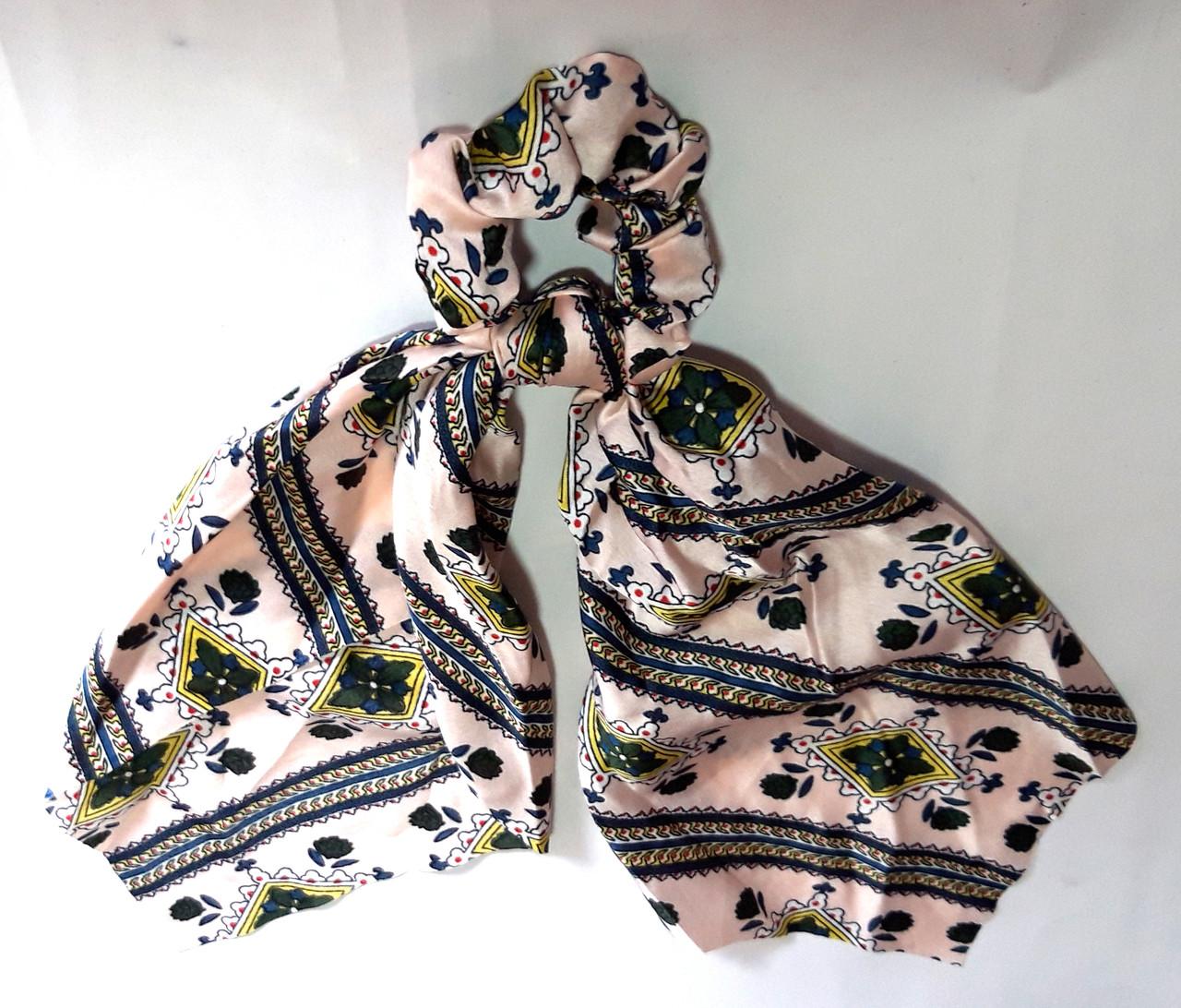 Резинка для волос платок атласная с узорами бежевая