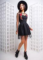 Приталенное платье из стрейч сетки с вышивкой