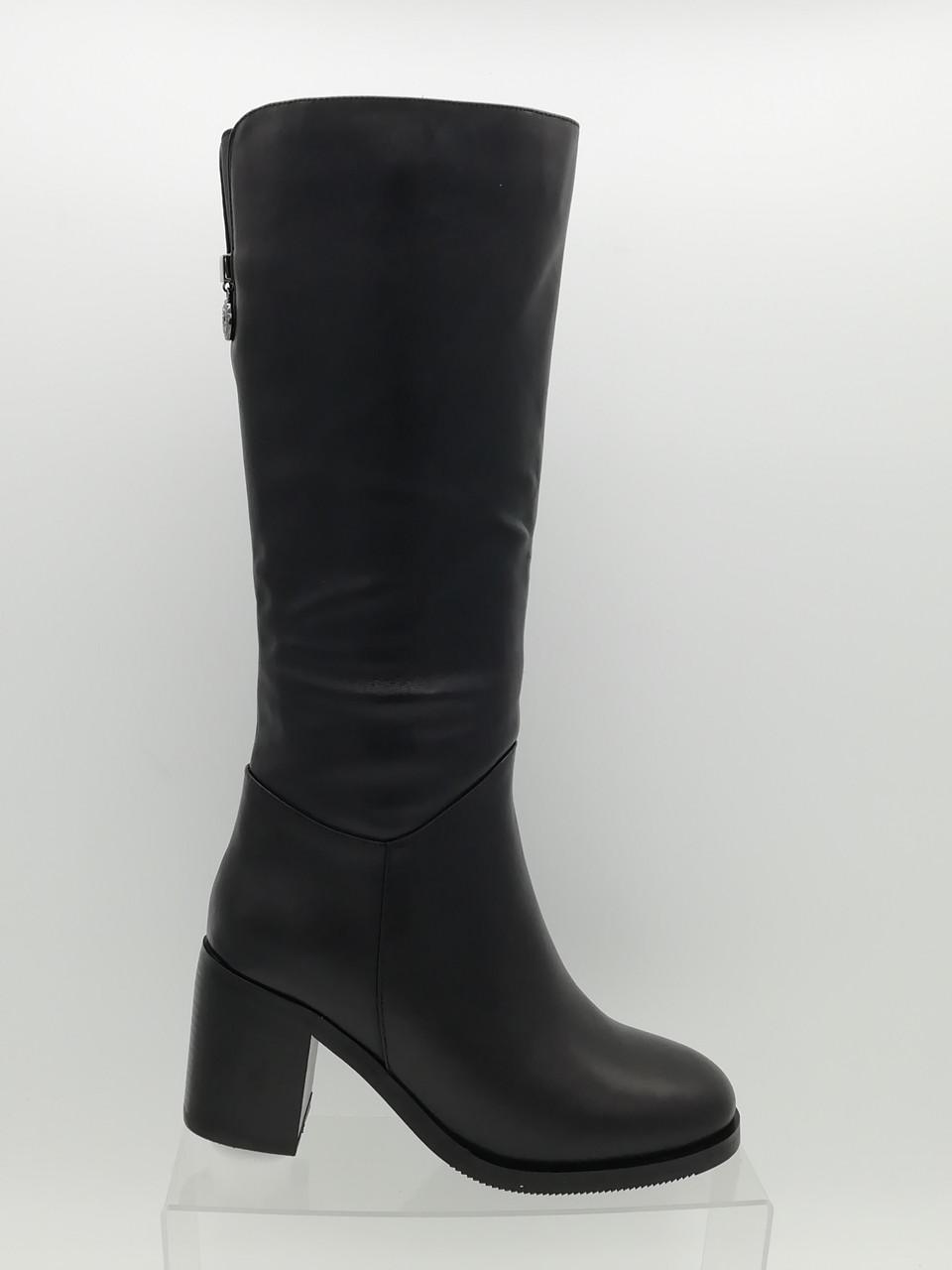 Черные высокие кожаные зимние сапоги . Маленькие размеры (33 - 35).