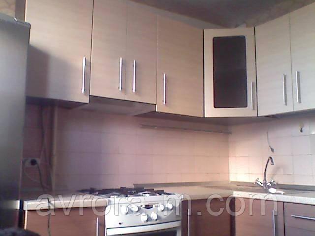 Кухня под заказ. Фасады- МДФ, покрытый пленкой, столешница производства Австрии и Италии