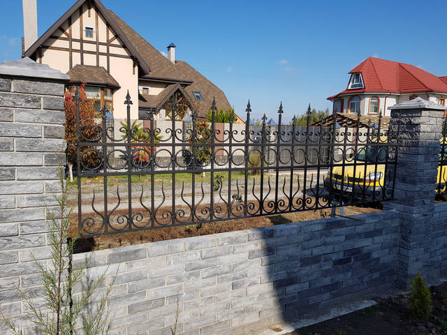 Кованый забор для загородного дома -1