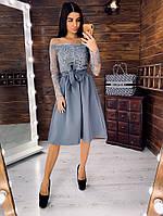 Элегантное приталенное  платье с кружевом серого цвета