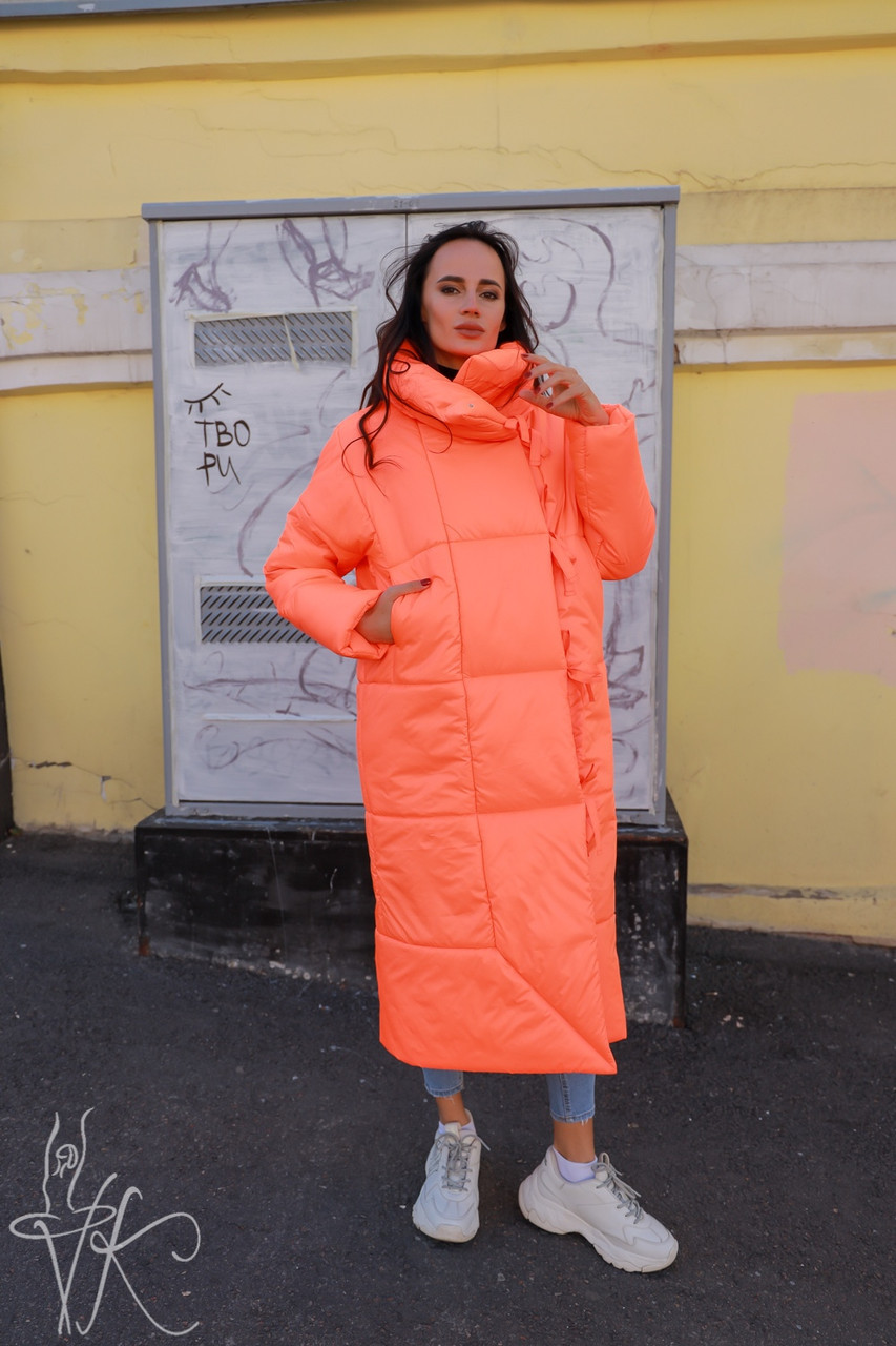 Женское длинное неоновое Пальто на запах из плащевки 60pt231