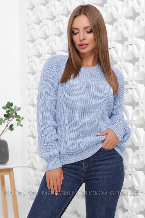 Женский вязаный однотонный свитер oversize с круглым вырезом голубой