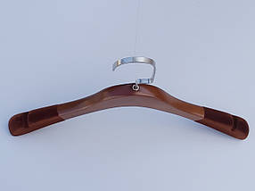 Длина 38 см. Плечики тремпеля деревянные коричневого цвета с антискользящим флокированным покрытием на плечах, фото 3