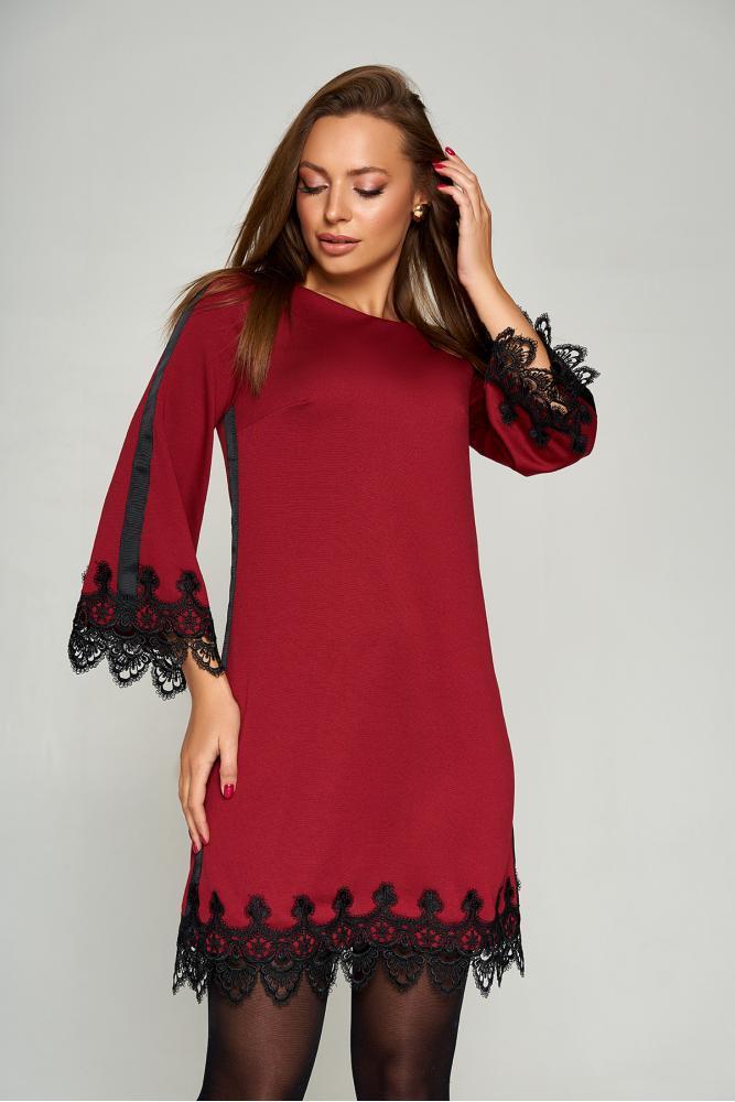 Нарядное платье трапеция короткое с кружевом бордовое