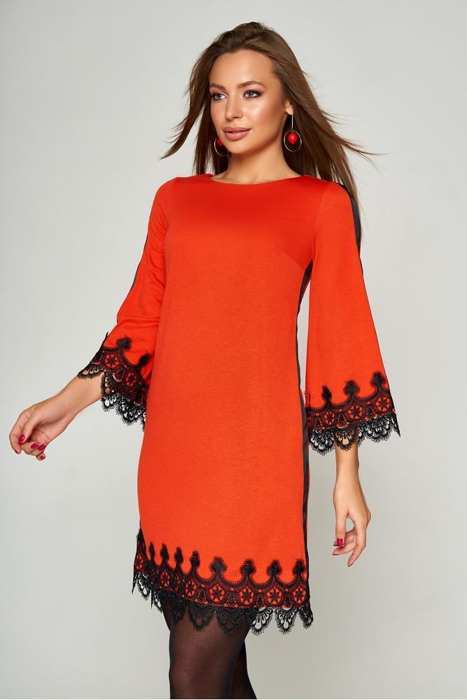 Нарядное платье трапеция короткое с кружевом